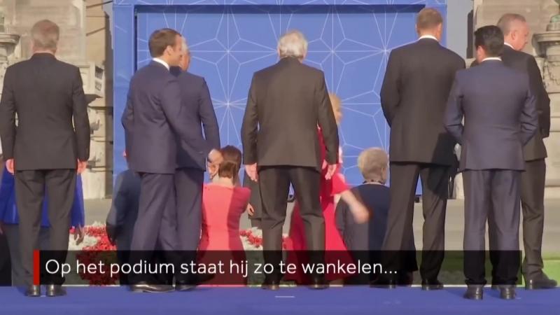 WANKEL_ Jean-Claude Juncker moet overeind worden gehouden tijdens NAVO-top