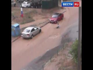 В Волгограде устраняют последствия сильнейшего ливня