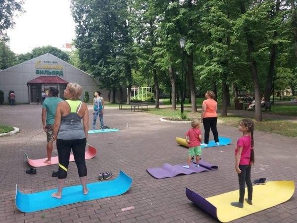 Первая бесплатная тренировка из цикла «Здоровая спина» прошла в Савеловском парке