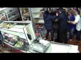 Гастрономический спор: пьяная парикмахерша прокусила голову продавщице чебуреков