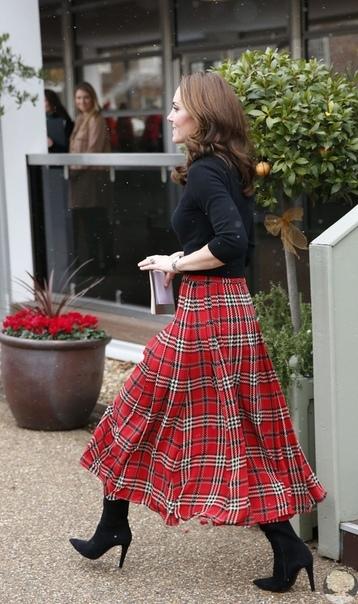 Кейт Миддлтон и принц Уильям вышли в свет на волне слухов о проблемах с Меган Маркл и принцем Гарри