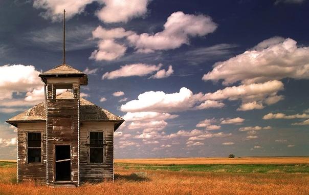 «Заброшенная школа во Фресно» (штат Монтана, США)