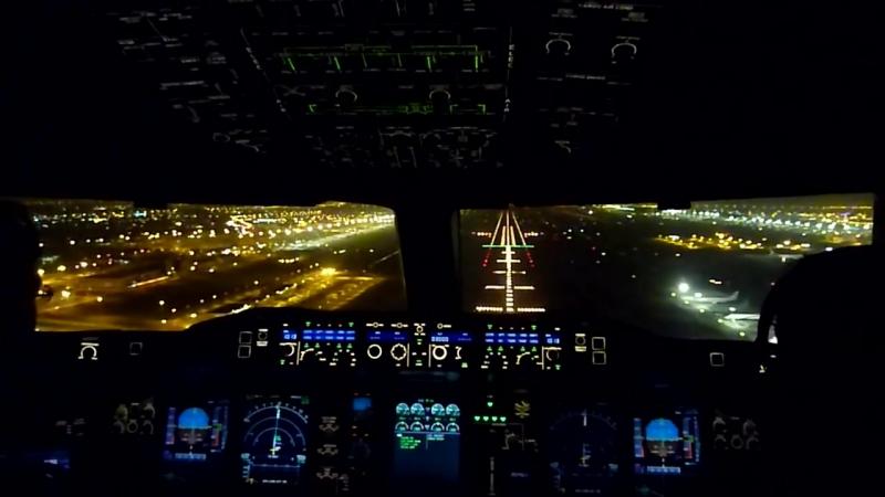 Airbus A380 Ночная Посадка в аэропорту Дубая