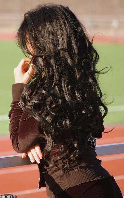 Фото брюнеток со спины с длинными волосами с цветами