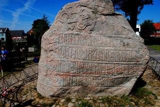 Остатки рунного камня из священных рощ викингов
