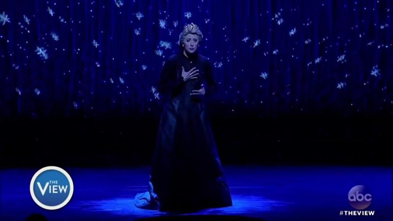 Бродвейский мюзикл Frozen Актриса Caissie Levy исполняет песню Let It Go