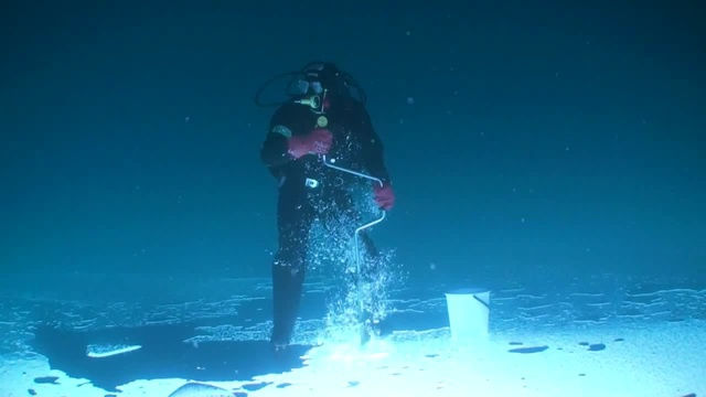 Fishing under ice coub