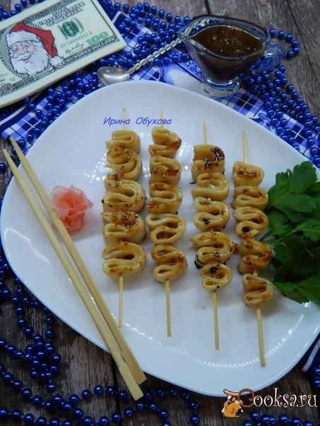 Кальмары по этому рецепту получаются нежные, вкусные, мягкие.