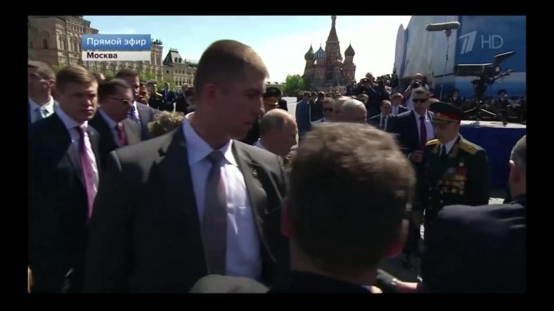 [Sergey Smirnov] Охрана Путина отшвырнула Ветерана, тот неловкий момент когда охрана перестаралась