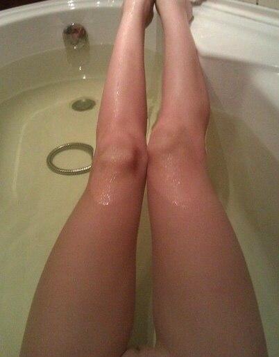 Картинки женские ноги в ванной фото
