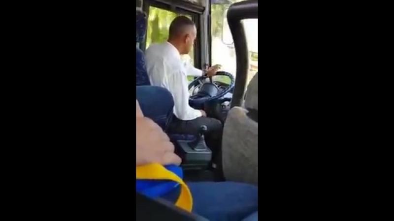 Водитель автобуса очень деликатно переключает передачи.mp4 » Freewka.com - Смотреть онлайн в хорощем качестве
