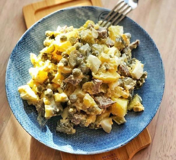 МЯСНОЙ САЛАТ <strong>Ингредиенты:</strong>Мясо, мякоть говядины -150-200 грамм отварить.Картофель — почистить и отварить 4 средние штуки.Яйца- 4 средние отварить и почистить.Зелёный горошек- 200 граммОгурцы»/></div> <p><strong>Ингредиенты:</strong><br />Мясо, мякоть говядины -150-200 грамм отварить.<br />Картофель — почистить и отварить 4 средние штуки.<br />Яйца- 4 средние отварить и почистить.<br />Зелёный горошек- 200 грамм<br />Огурцы маринованные — 200 грамм<br />Майонез или сметана для заправки.<br />Можно зелень и немного лука, по желанию.<br />Все ингредиенты отварить по отдельности, порезать небольшими кубиками, заправить, можно и без мяса, тоже вкусно.</p><div> <div id=