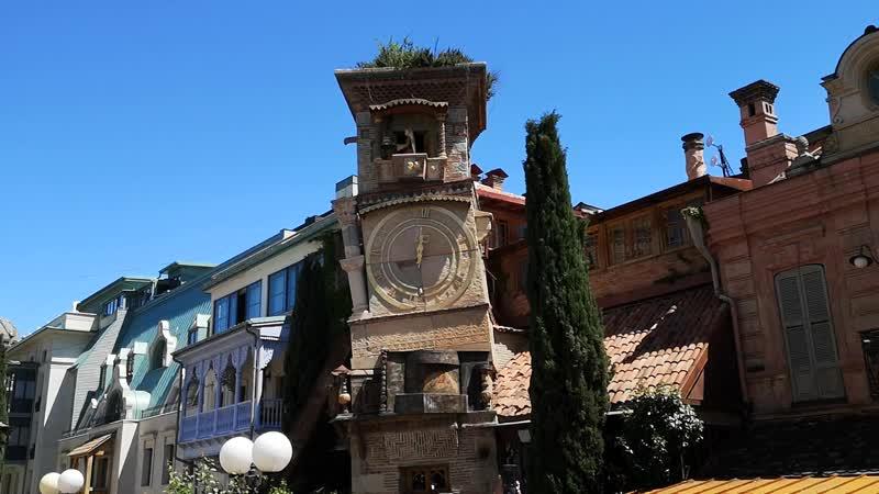 Тбилиси Башня с ангелом Театра марионеток Резо Габриадзе