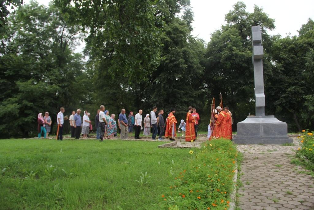 В храмах Биробиджанской епархии прошли богослужения в день 100-летия убиения Царственных мучеников