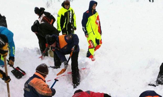 В горах Зеленчукского района туристы попали под снежную лавину