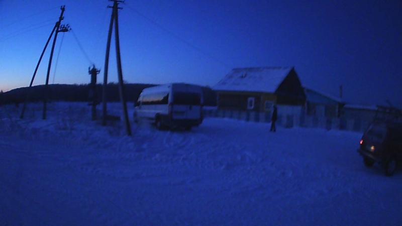 Автобус остается в деревне пересаживаемся в УАЗики