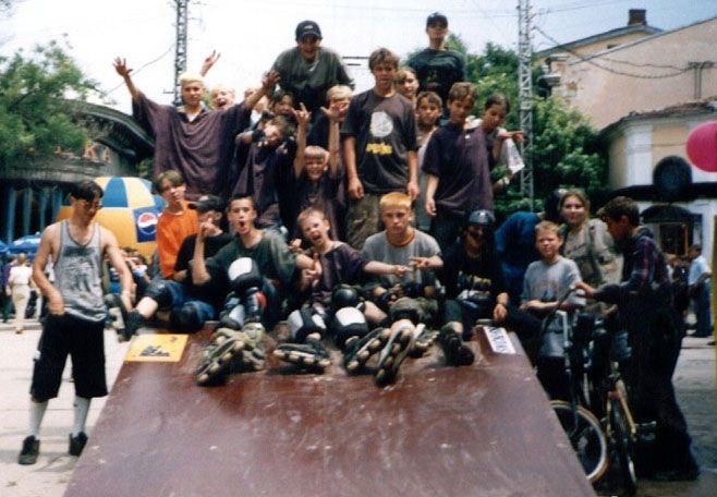 уличная работа для АДИДАС Москва в Симферополе, 1998, угол Пушкина и Горького