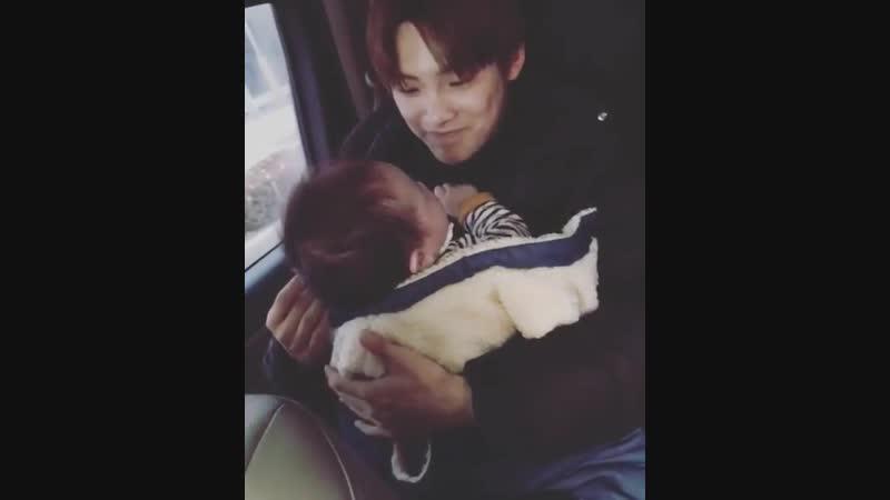 Джун с ребеночком