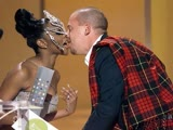 Alexander McQueen bows down to Lil Kim at Vogue Fashion Awards (1999 HD)