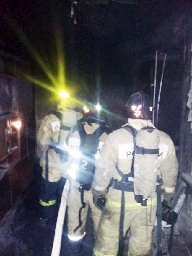В ликвидации пожара в ГБСМП Таганрога участвовали 28 человек и 9 пожарных машин