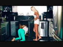 Две аппетитные девушки на кухне 🍓 Прикольное, сексуальное видео