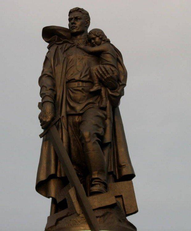 Воин – освободитель, скульптор Евгений Вучетич