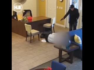 Полиция США: Трудовые будни, 93-летний дед устроил стрельбу
