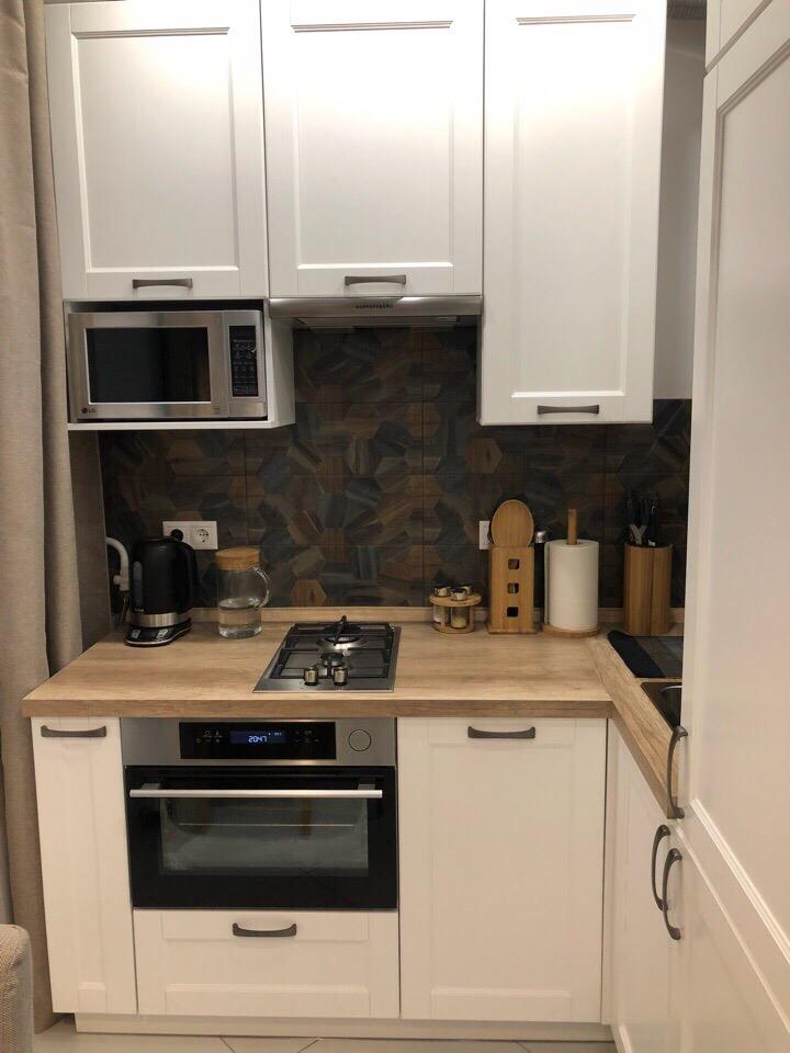 Маленькая кухня в кофейном цвете