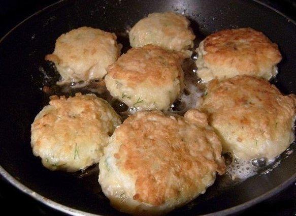 Зразы картофельные с курицей Ингредиенты: 400-500 г курицы, 5-6 картофелин, 150