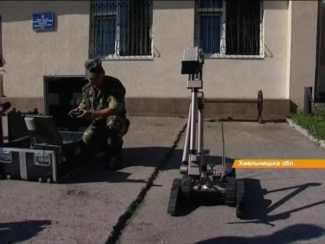 Відео новини - В українських саперів нові помічники американський IRobot та 12 навчених собак | «Факти»