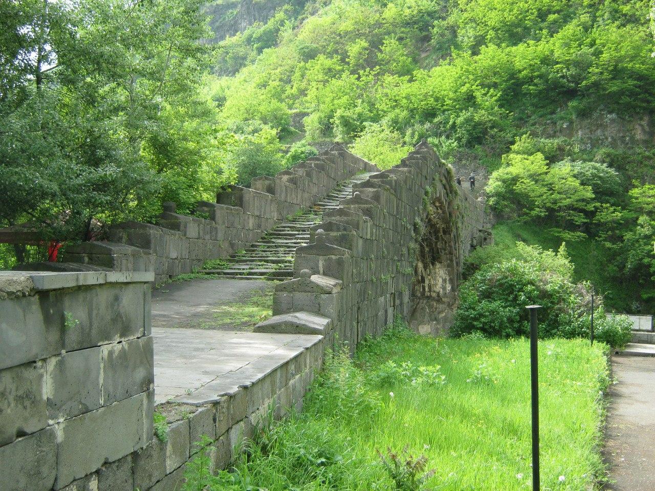 Древний мост в Алаверди