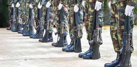 Вербовщик военнослужащих отвечает за поиск квалифицированных людей для вступления в армию.