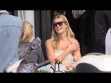EXCLUSIVE Toni Garrn eating at the terrasse of the Avenue restaurant in Paris