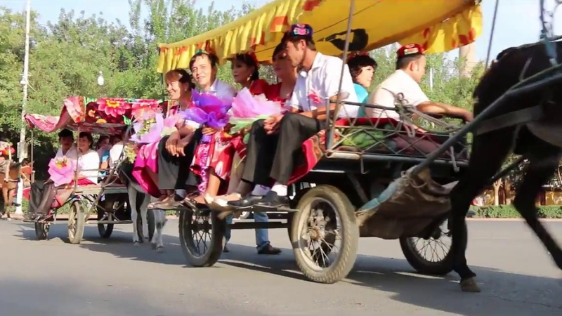Fun Street Weddings in Turpan, Xinjiang! Uyghur Culture and Uyghur Music