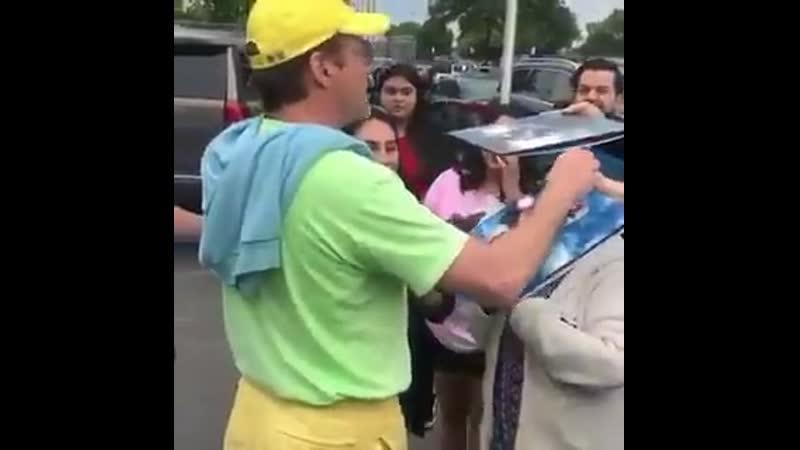 Yellow-green-blue!! Fashion boy!