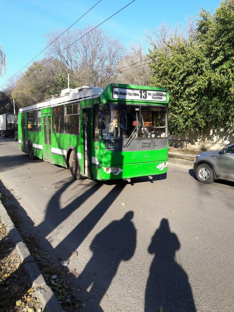 У Харкові тролейбус збив пішохода - фото 1