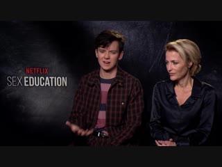 Gillian anderson i asa butterfield o serialu sex education