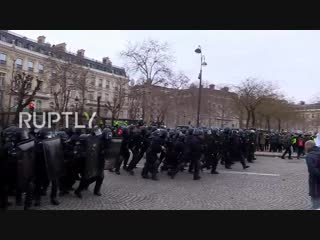 France- Chaos in Paris streets as 'Yellow Vests' clash with police_HD.mp4