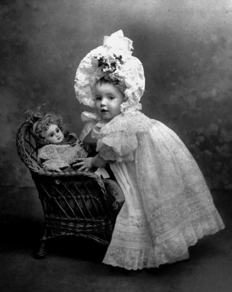 Старые фотографии девочек с куклами: subscribe.ru/group/mir-iskusstva-tvorchestva-i-krasotyi/3464549