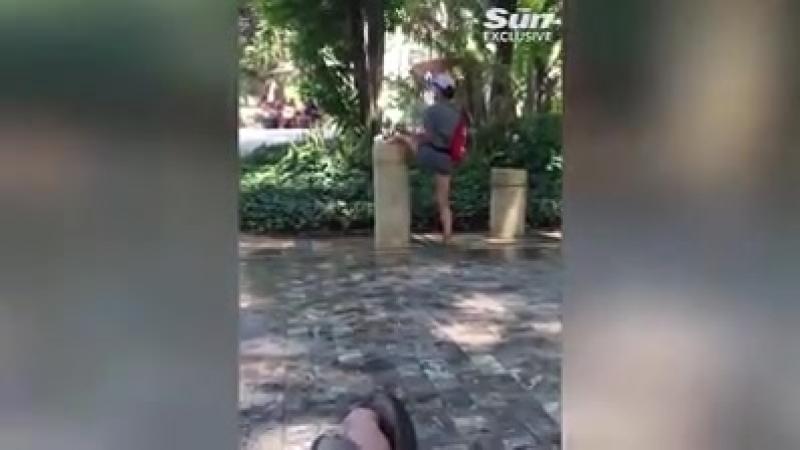 В испанском портовом городе Малага женщина побрила ноги в питьевом фонтанчике в общественном парке