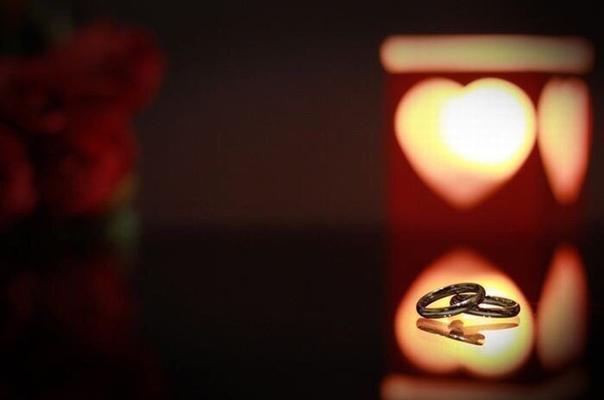 Высоким чувством окрыленный, Когда-то в давние годаПридумал кто-то день влюбленных,Никак не ведая тогда,Что станет этот день любимым,Желанным праздником в году,Что Днем Святого ВалентинаЕго с