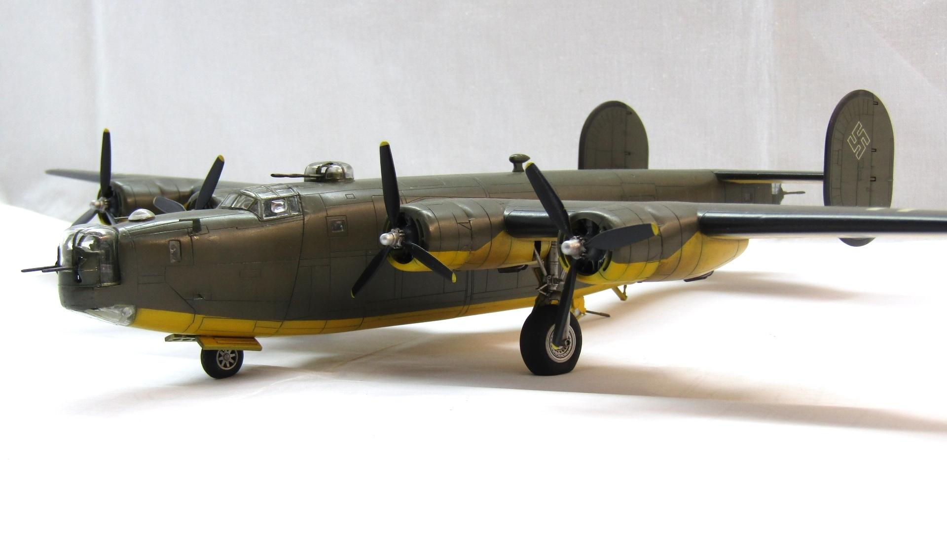B-24H Liberator 1/72 (Academy) P4yybNThGnU