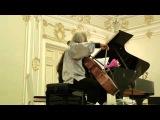 Миша Майский играет