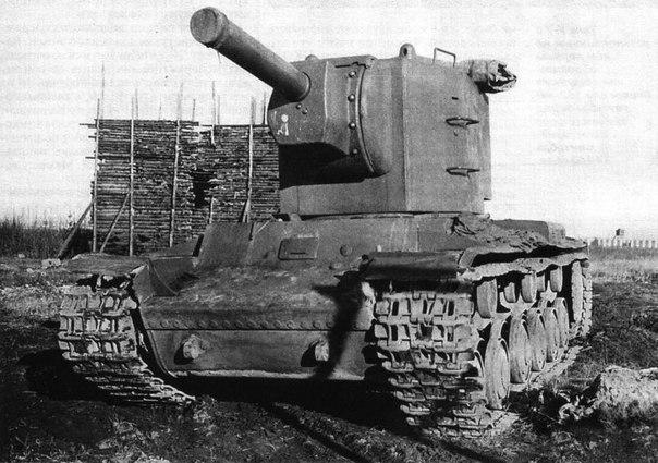 Тяжелый штурмовой танк КВ-2