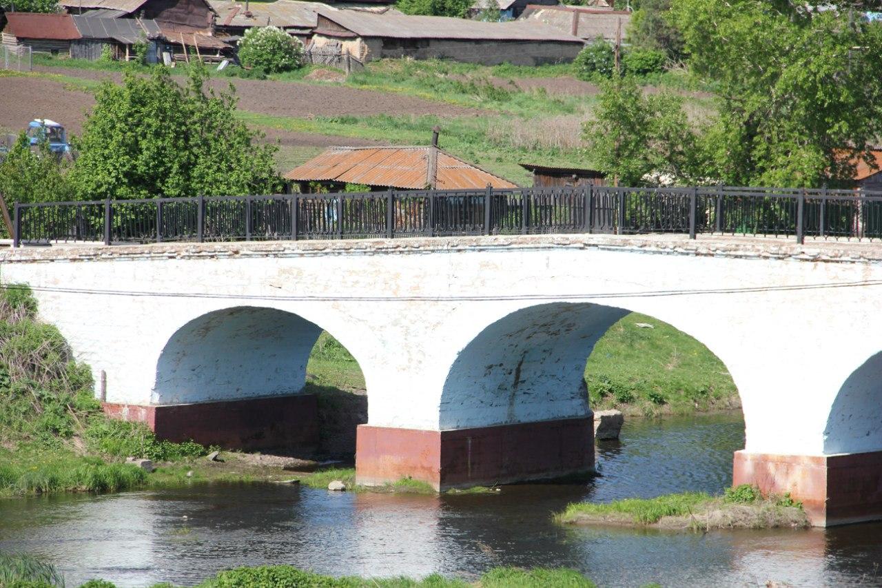 Крупный план западного пролёта Каменного моста (04.07.2014)