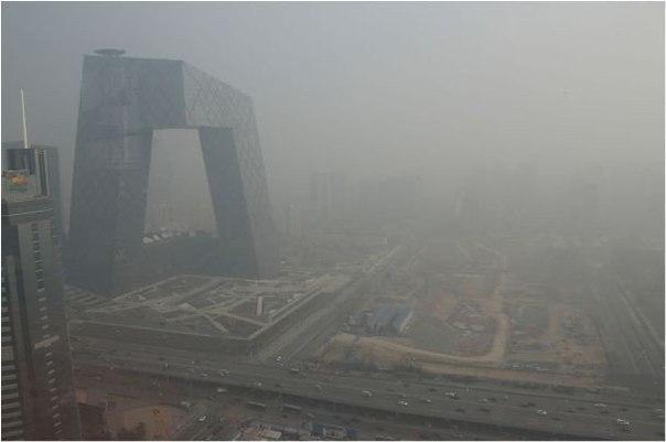 Тұман секілді көрінген шын мәнінде ауаның жоғары ластануы.Қытай астанасы Пекин әлемдегі ең ауасы ластанған қала.