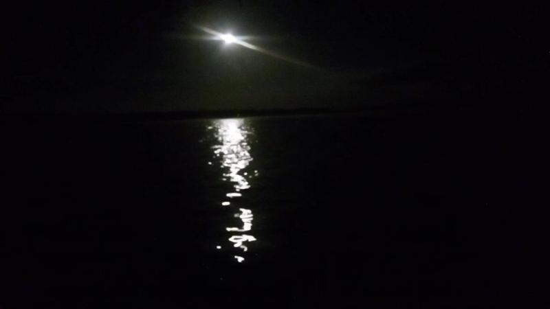 Волга и луна. на телефон