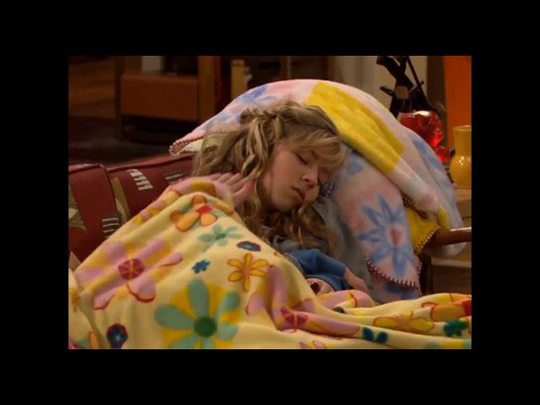 ICarly Carly s foot in the face
