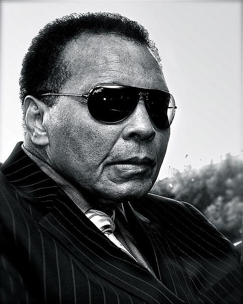 рast Мохаммед Али. Моха́ммед Али́ (урожд. Ка́ссиус Марсе́ллус Клей, 17 января 1942 - 4 июня 2016, Скоттсдейл, штат Аризона, США) - американский боксёр-профессионал, выступавший в тяжёлой весовой
