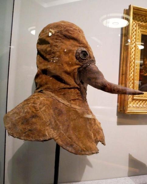 Для чего на маске чумного доктора нужен был клюв